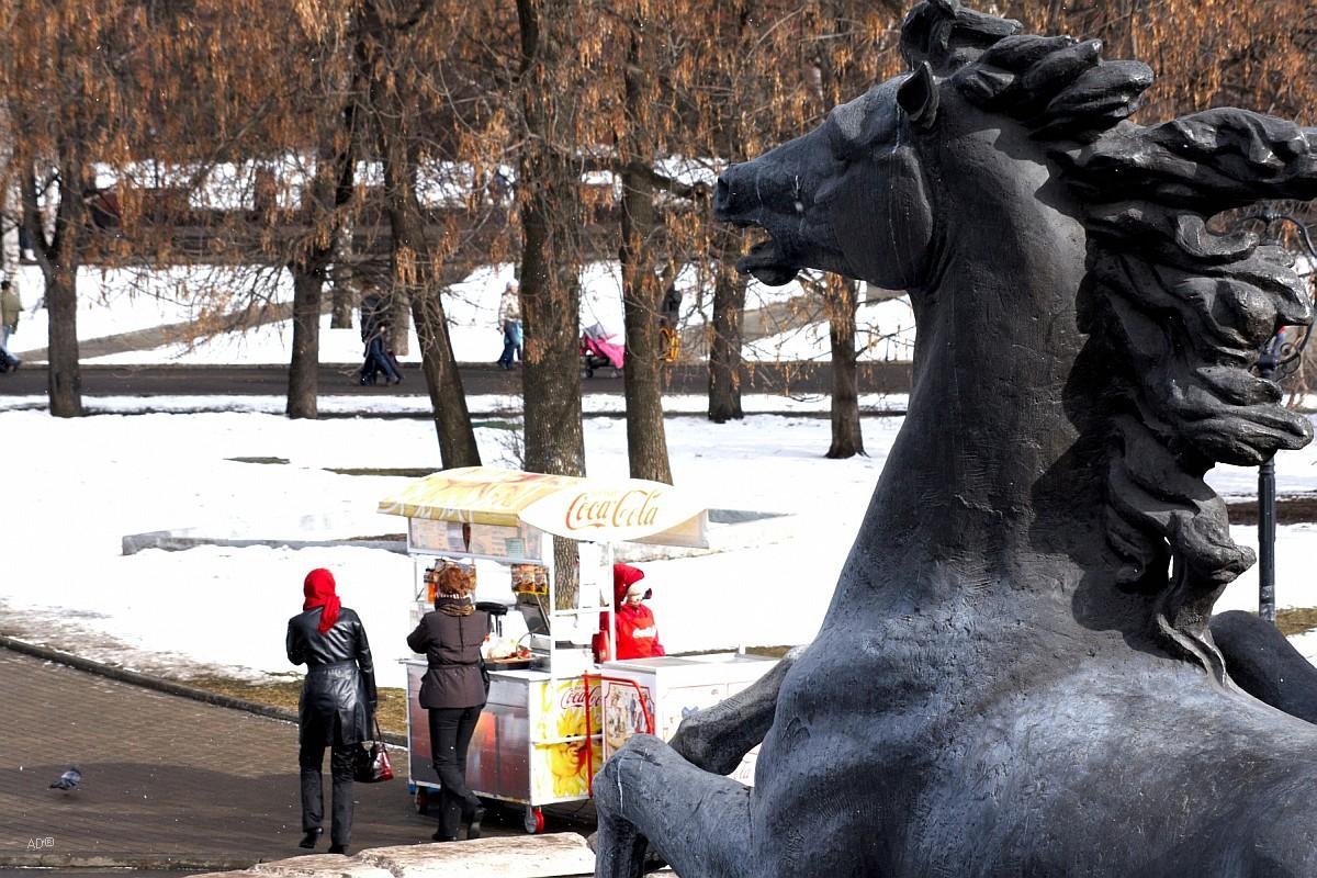 Конь из скульптуры «Времена года»