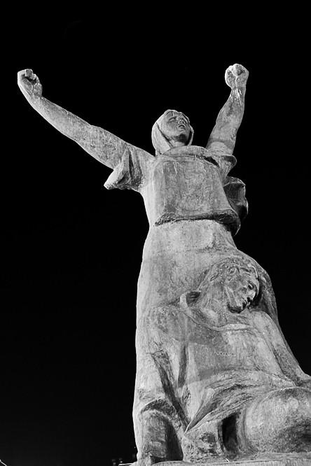 Фотография памятника героям Красной Пресни в Москве. Фотограф Кирилл Кузьмин