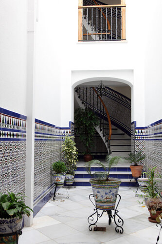 Белый дворик