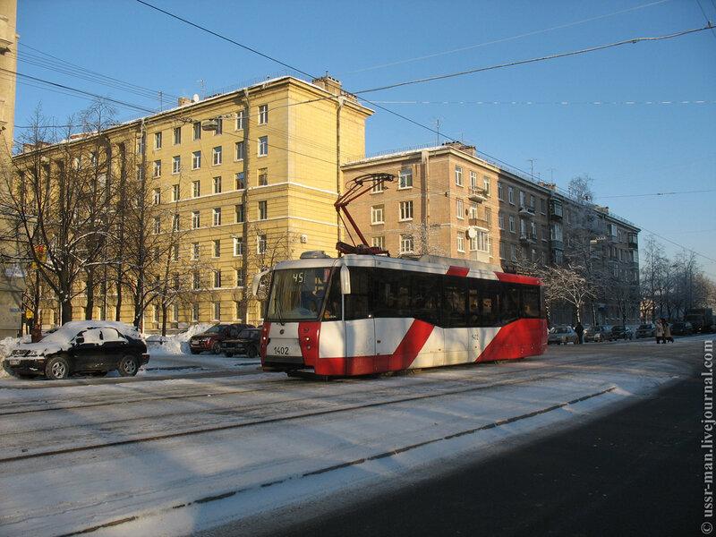 ЛМ-2008 №1402 на Авиационной ул.