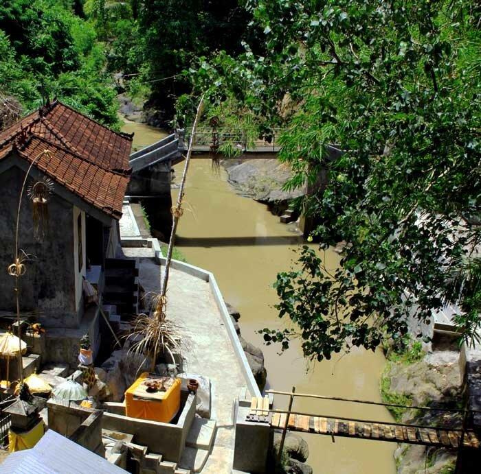 Крамбитан: храм у моста