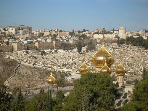 Золотые купола храма Марии Магдалины