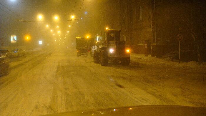 Владивосток,уборка снега, ночь,улица