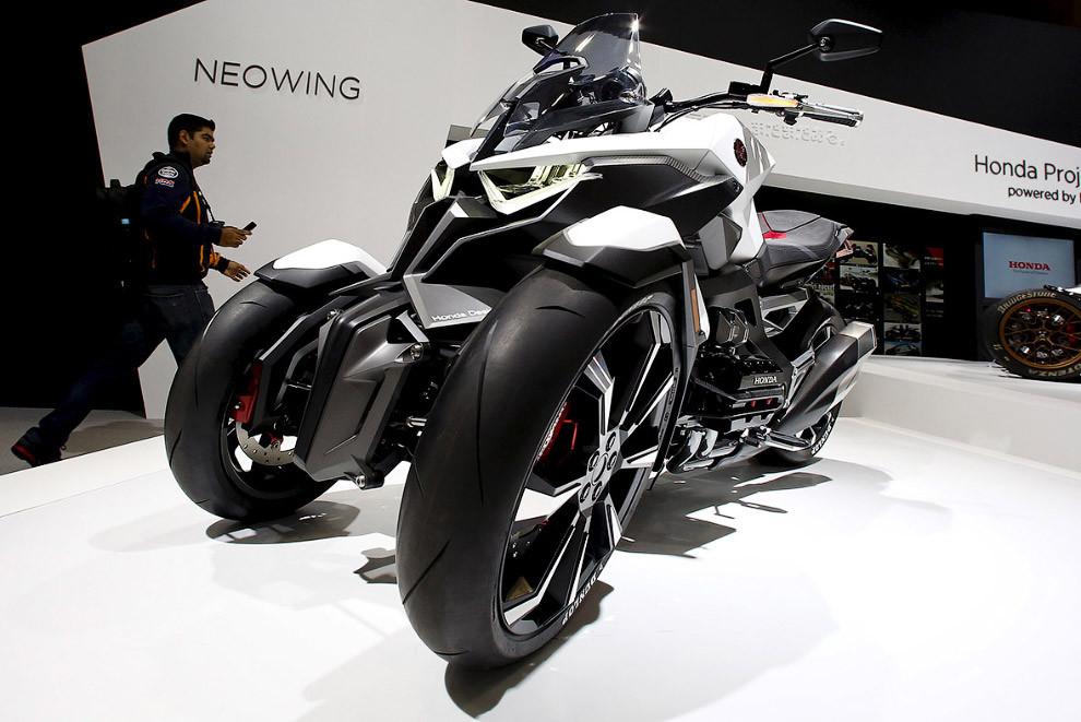 15. Минивен будущего от Suzuki Suzuki Air Triser. Он призван продемонстрировать возможности трансфор