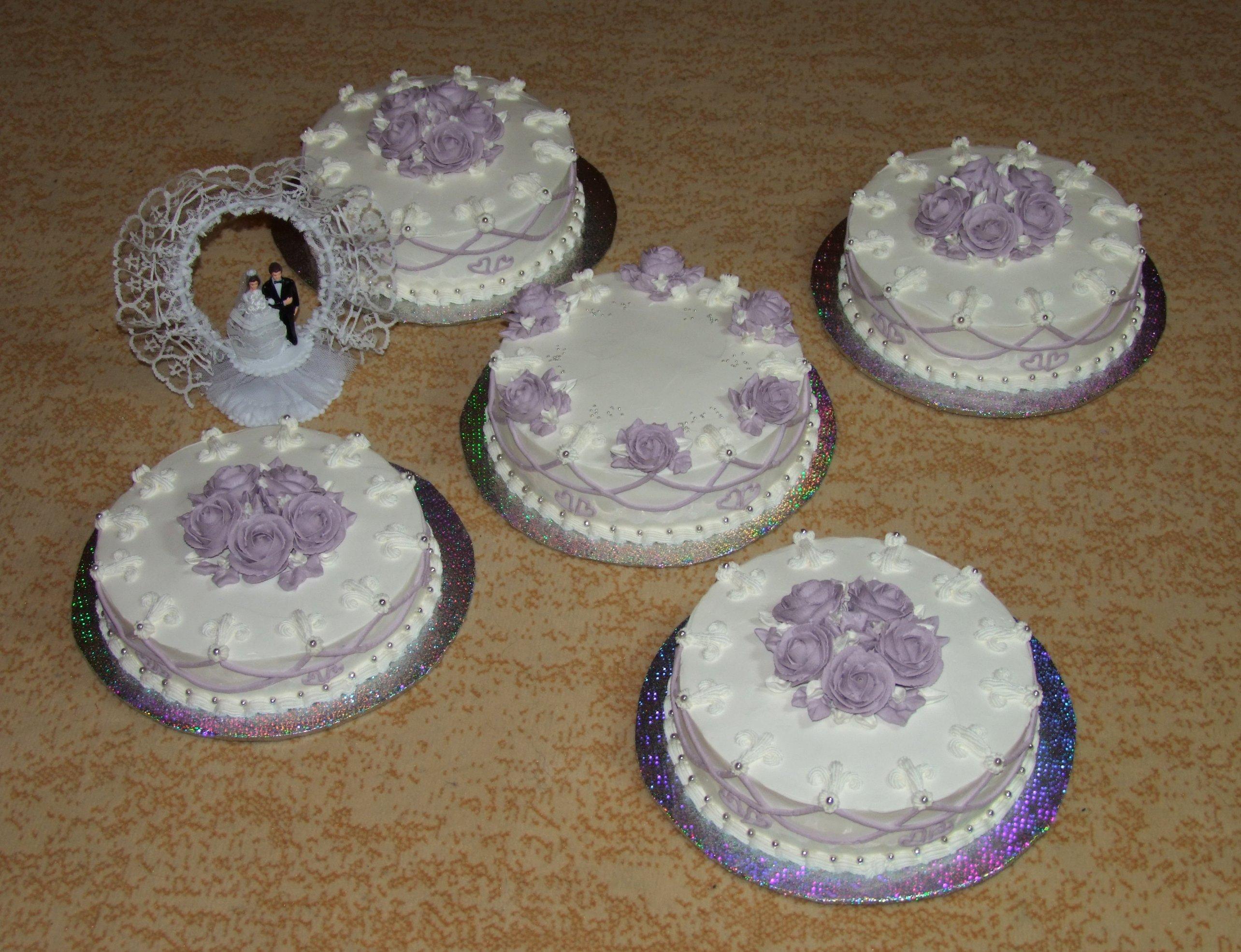 Медовый торт со сливками и вареной сгущёнкой
