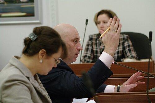 Во Владивостоке депутатов начали менять на средства гигиены