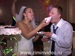 Невеста угощает
