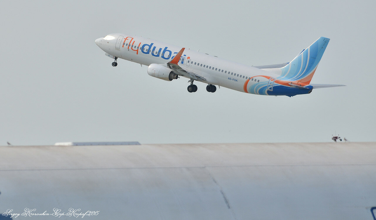 Boeing 737-8KN FlyDubai A6-FDK.JPG