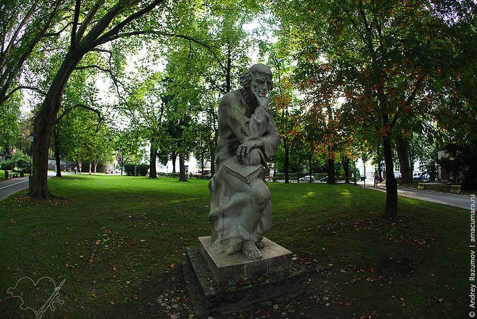 что посмотреть в Зальцбурге Памятник Парацельсу