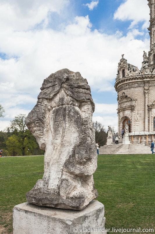 Статуя, найденная при раскопках на месте взорванной колкольни