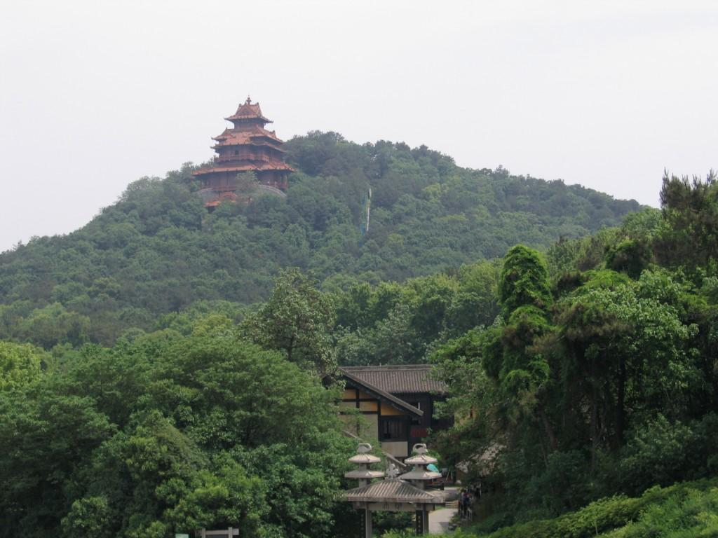 Барабанная башня и ханьская деревня, озеро Дунху, Ухань