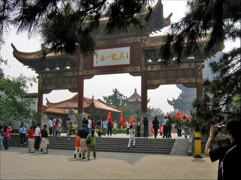 Врата в комплекс Хуанхэлоу