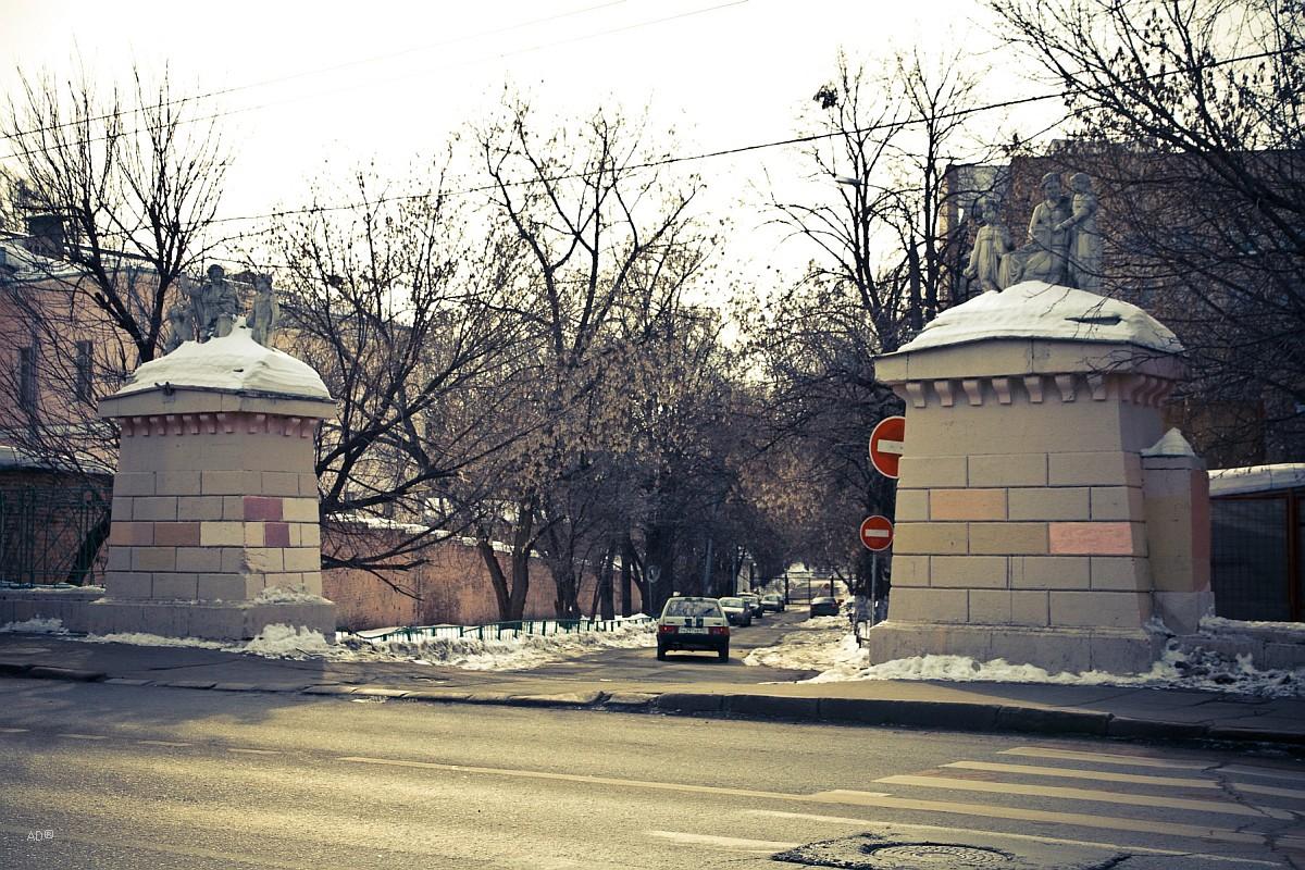 Ворота к бывшему Императорскому Воспитательному дому