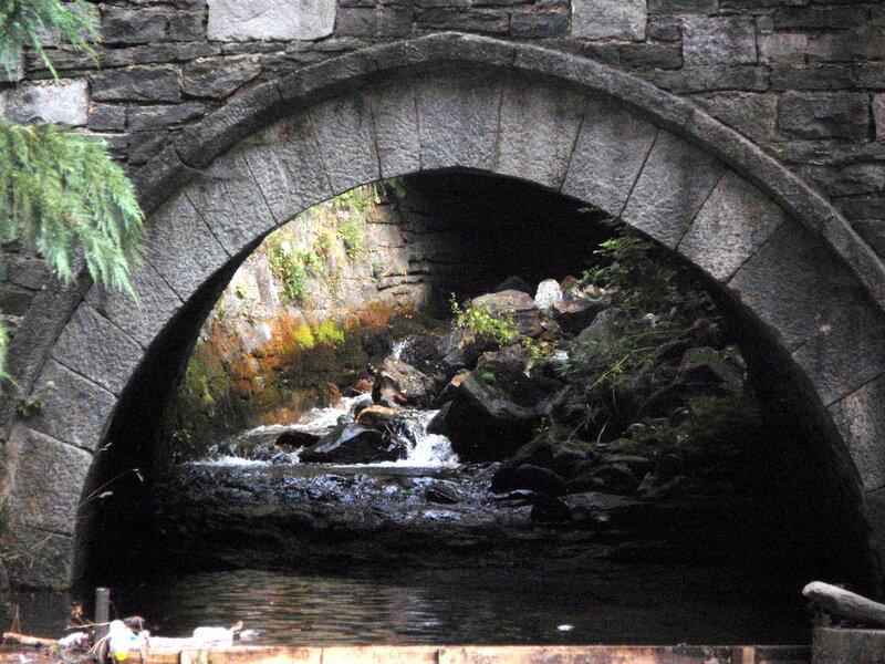 Ручей в монастыре
