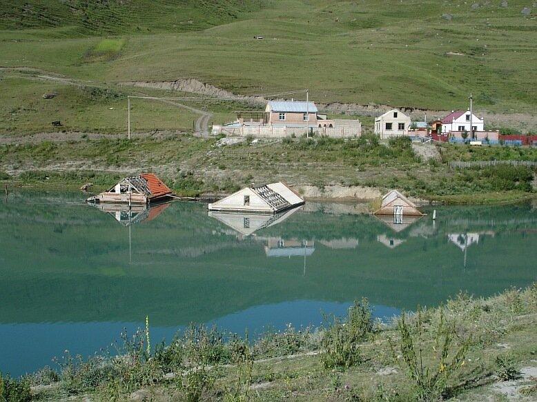 Август 2007г.  Осетия. Горная Саниба.Озеро от ледника Колка(DSC01801.JPG)
