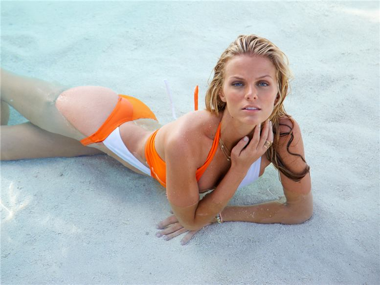 Brooklyn Decker / Sports Illustrated Swimsuit Issue 2010