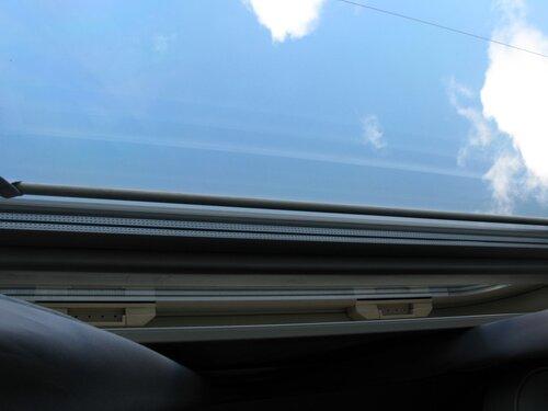 синее небо над головой