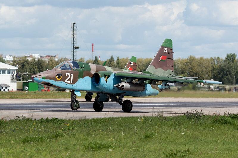 Сухой Су-25 (21 белый) D800246