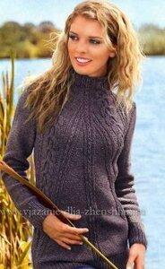 Женский вязаный свитер с диагональными косами