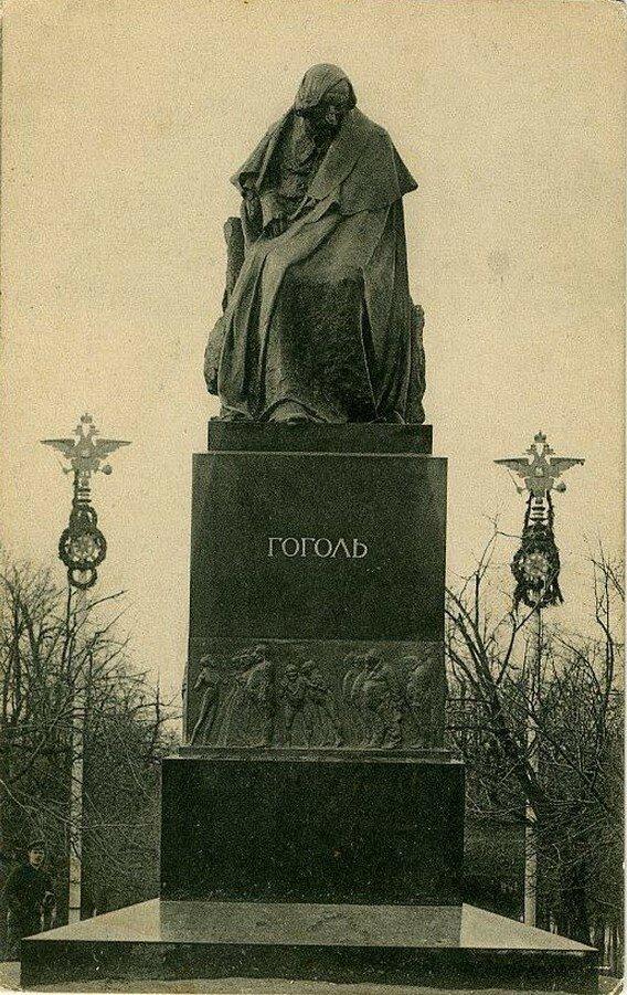 Арбатская площадь. Памятник Н.В.Гоголю