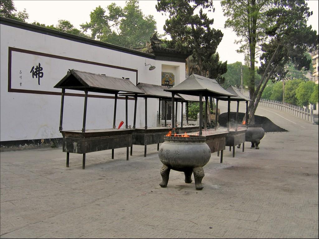 Курильницы, монастырь Гуйюань, Ухань
