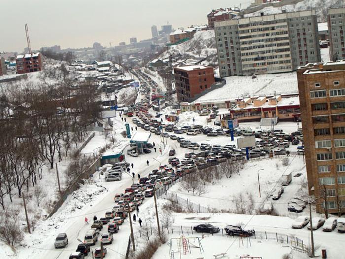 Снегопад привел к ДТП на дорогах Владивостока, на проспекте Красоты столкнулись 11 авто