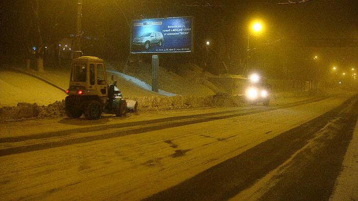 Владивосток,снег,ночь,улицы,снегоуборщик