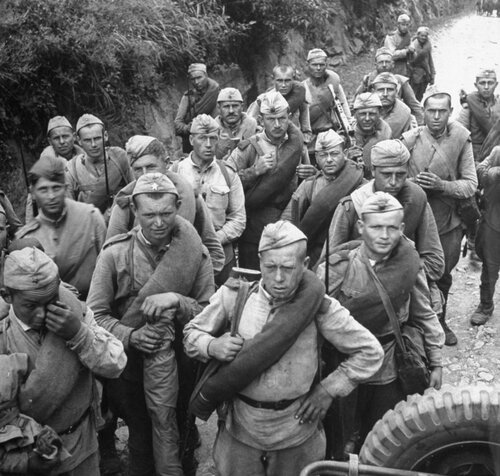 Советские солдаты в Корее. Октябрь 1945 года.