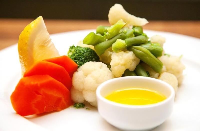 13. Готовьте овощи на пару Еще лучше готовить овощи на пару. Этот способ максимально полезен и прост