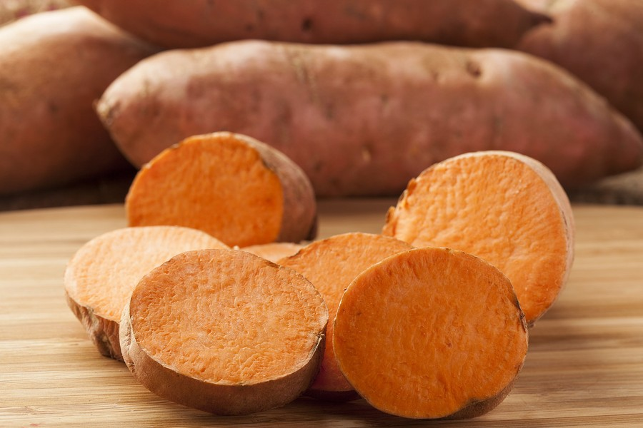 1. Ямс или сладкий картофель Полезная альтернатива «классическому» белому картофелю. Кстати, большин