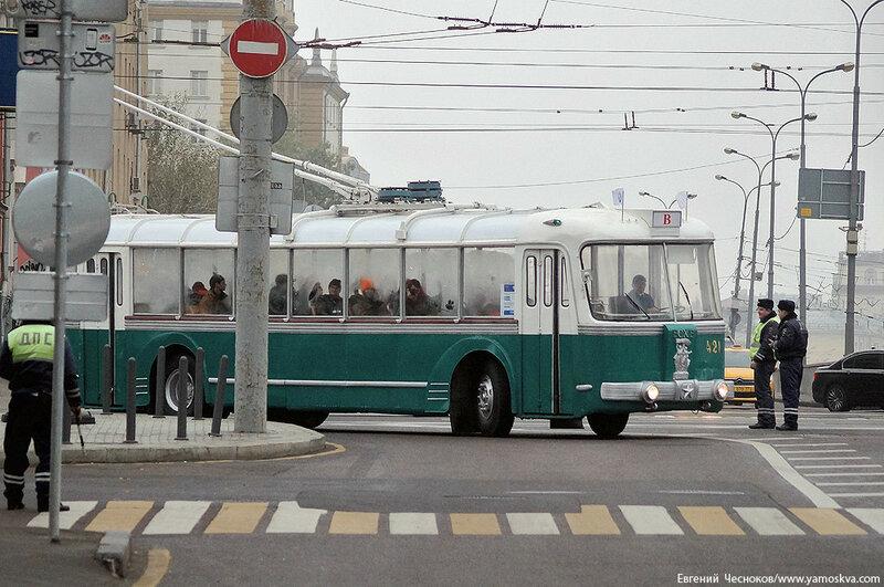 Осень. Парад троллейбусов. ТБЭС ВСХВ. 24.10.15.06..jpg