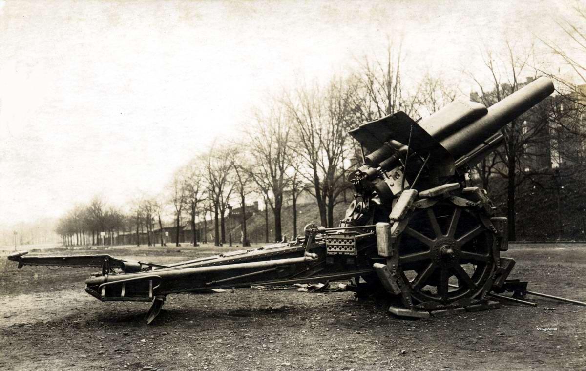 Гаубица Morser калибра 21 см в отцепленном состоянии (1916 год)