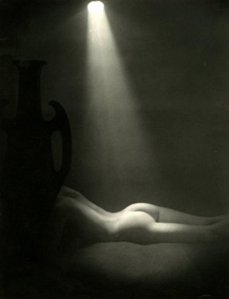 1935. Ню с амфорой