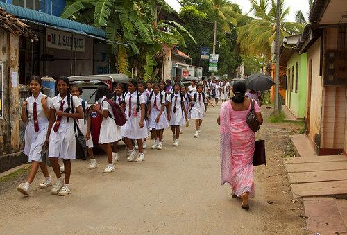 Ланкийские школьницы