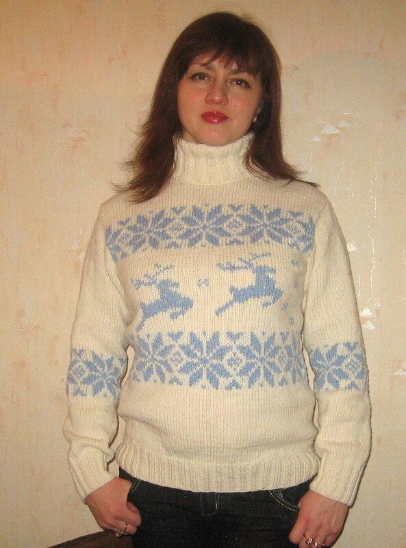 Dengi: схемы вязания женских свитеров с оленями и снежинками.