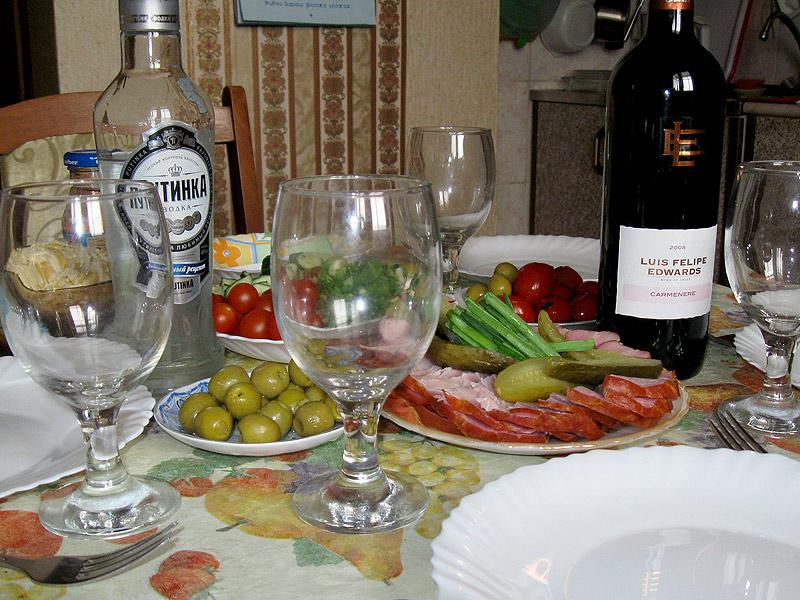 Праздничный стол, закуски, выпивка, с праздником