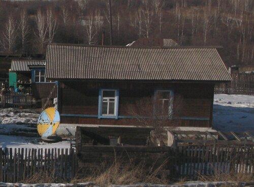 спутниковая тарелка неизменный аттрибут домов в Забайкалье