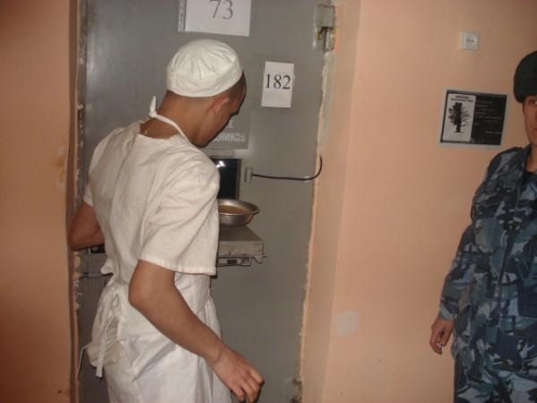 С днем работников СИЗО и тюрем. Получите питание