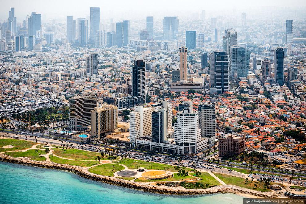 3. Вдоль береговой линии город протянулся более чем на 13 километров. Популярные песчаные пляжи 10-к