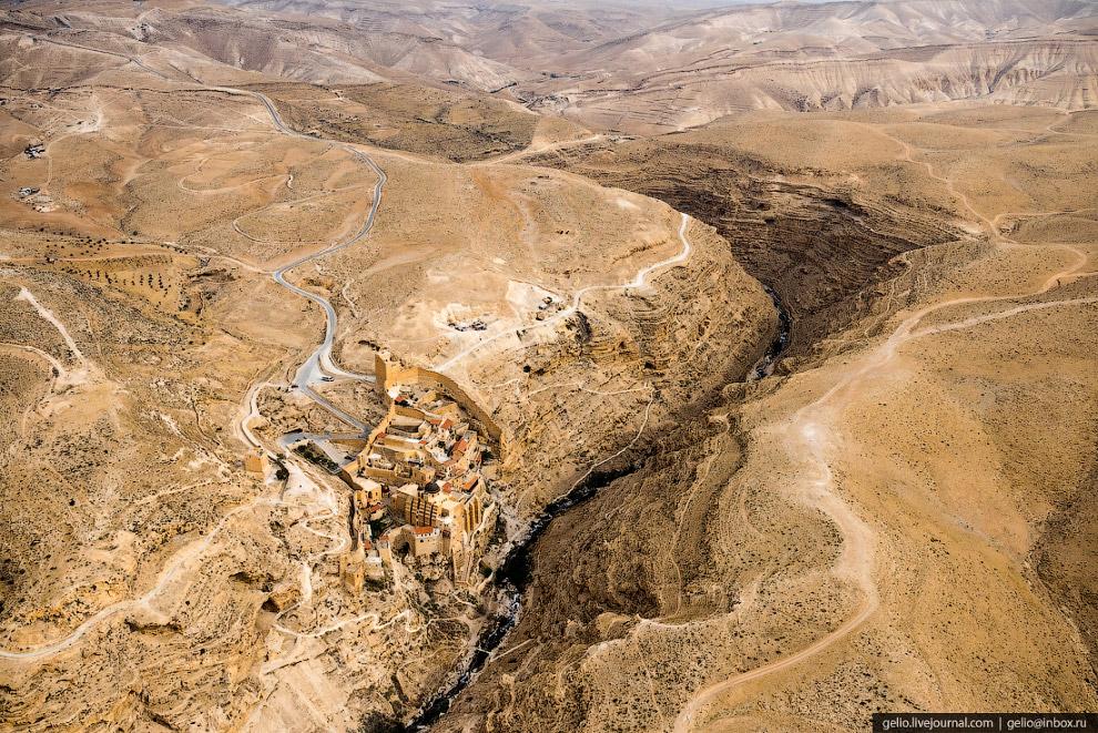 38.  Монастырь Мар Саба в Иудейской пустыне . Также известен как Лавра Саввы Освящённ