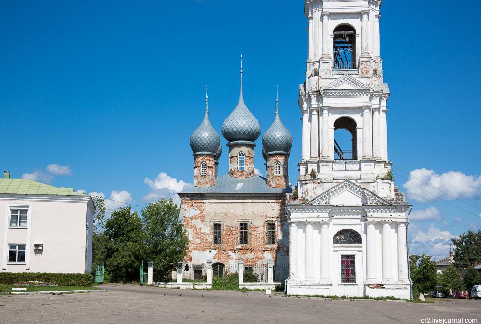 15. У собора шикарная колокольня, возведённая в 1820—1830-х годах.