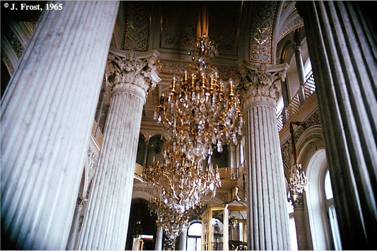 1965. Ленинград. Колонны и люстры в Эрмитаже