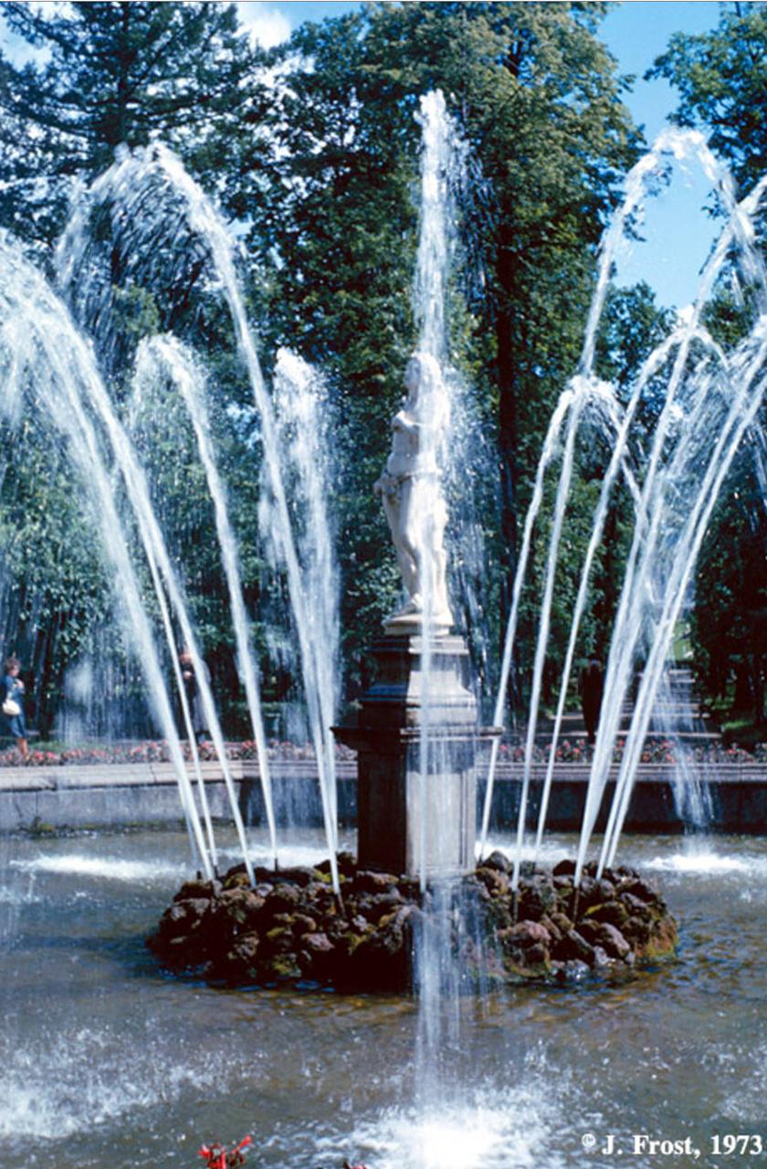 1973. Фонтан «Адам» в нижнем парке дворцового комплекса в Петергофе