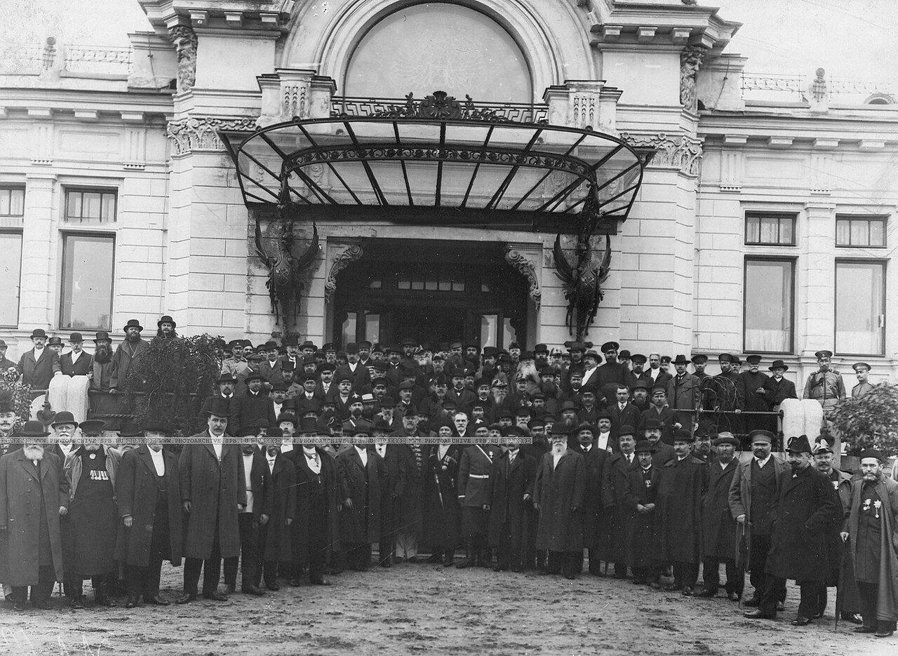 Группа депутатов Третьей Государственной думы на Царскосельском вокзале