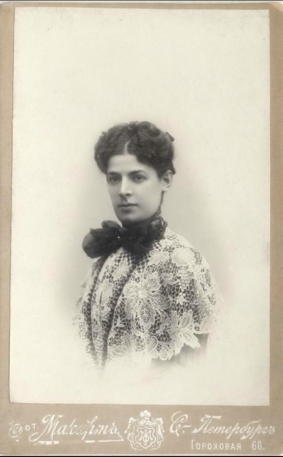1906. Неизвестная из семьи петербургского купца Семенова Сергея Теретьевича