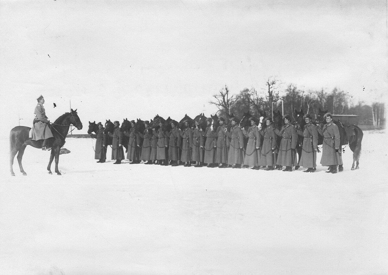 10. Группа спешенных казаков полка на учении в 1-ой Петербургской императора Александра III бригаде отдельного корпуса пограничной стражи. Зима 1907-1908 гг