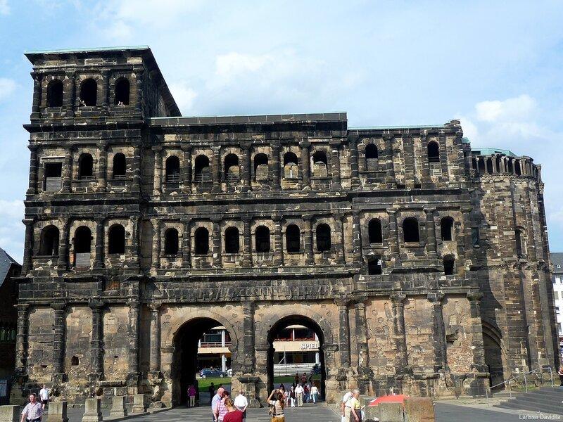 Trier. Чёрные ворота - Porta Nigra.(216)