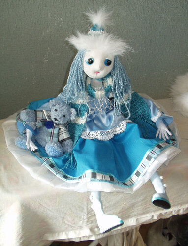Кукла с медвежонком