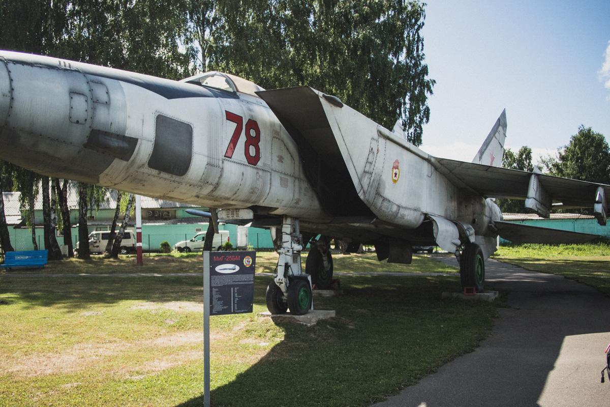 МиГ-25БМ — одноместный сверхзвуковой самолет прорыва ПВО противника. Создан на базе МиГ-25, разработ