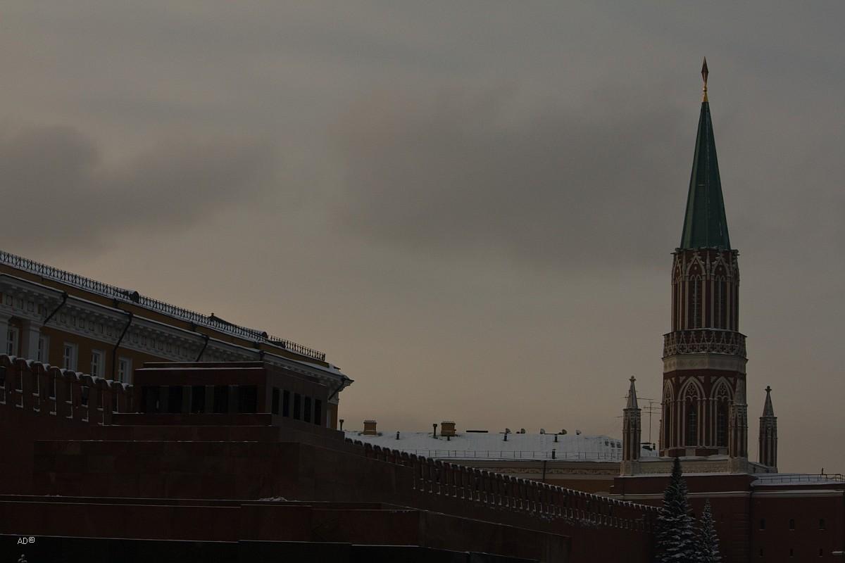 Мавзолей и Никольская башня